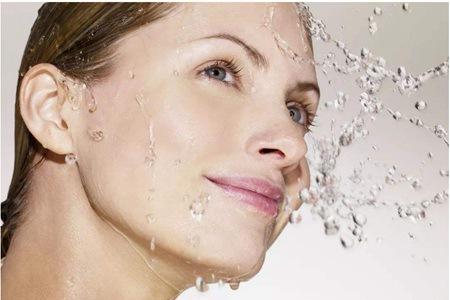 女生脸上毛孔粗大怎么办,油性肌肤需要收缩毛孔的方法