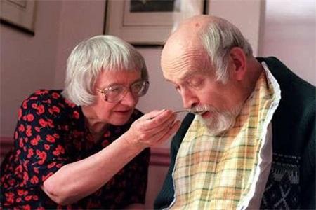 老年痴呆症前兆及预防,这些因素都会导致阿尔茨海默症