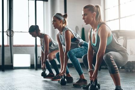 女生练瑜伽的好处是什么 6个简单瑜伽动作消除假胯宽