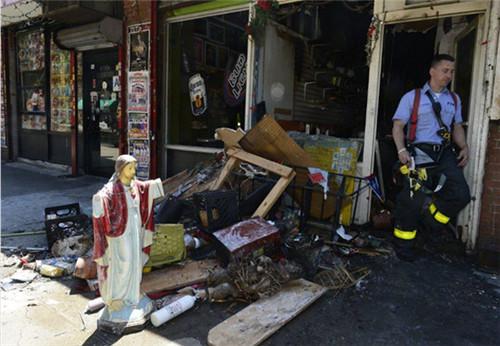 美国耶稣显灵 商店里被烧毁的雕像完好无损(巧合事件)