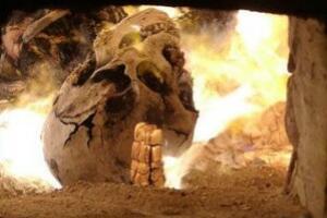 火葬场尸体火化过程 刺破尸体内脏 用汽油焚烧(实拍)