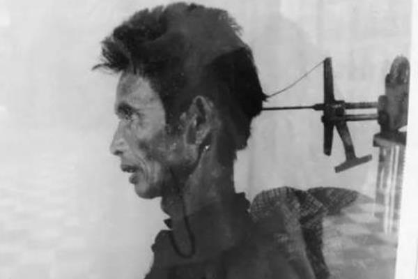 红色高棉吃人脑是真的吗?什么是活体大脑提取器