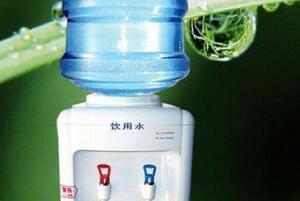 反复烧饮水机里的水有害吗?不可以(纯净水15天后饮用)