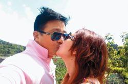 张维为结婚13年 偷偷摸摸4个女人漂洋过海拥抱妻子 收集女员工的低胸照片