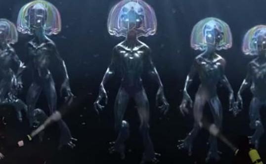 潜水员发现水下人类水下巨人体