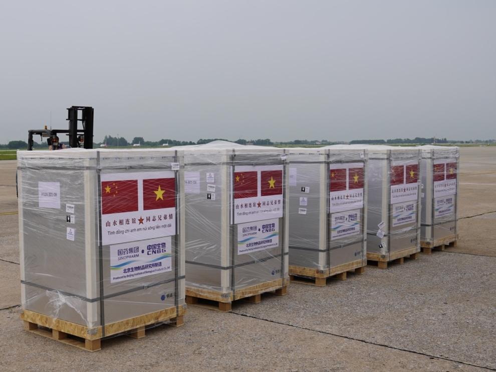 中国人民解放军向越南军队援助新冠疫苗已正式交付