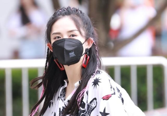 谢娜重回《快本》上班后再接手新综艺受邀主持中秋晚会强势复出