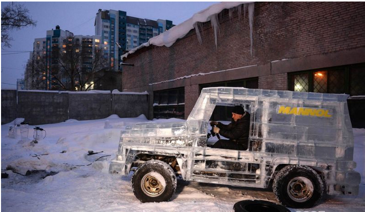 俄罗斯汽车爱好者打造冰块奔驰SUV!