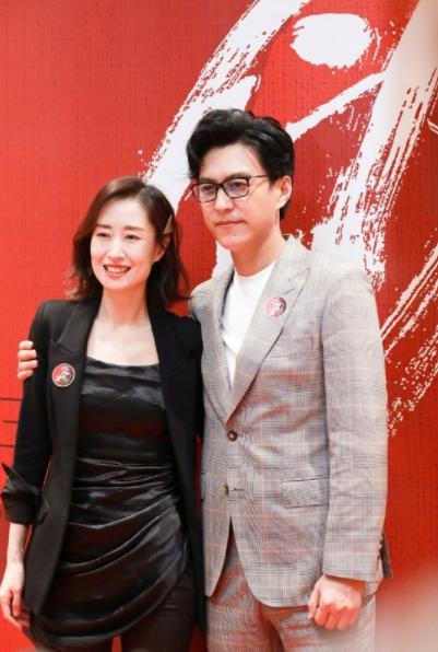 靳东晒与刘敏涛合影 网友直呼:梦回《伪装者》