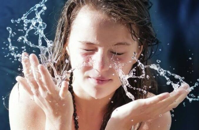 学会这些补水妙招 冬季皮肤不怕干燥