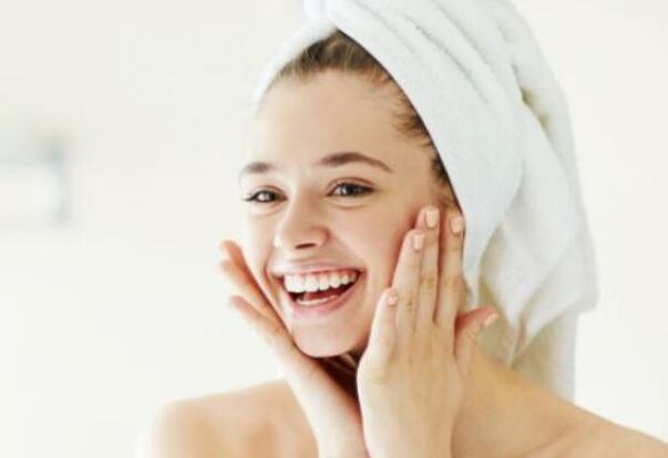 秋季皮肤如何保湿 记得换套补水护肤品