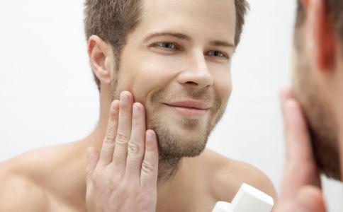 皮肤护理 日常男士应该如何护理皮肤呢