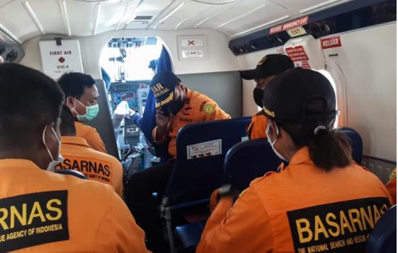 印尼一小型飞机在山区坠毁