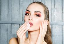 冬天化妆卡粉起皮怎么办 冬天化妆卡粉起皮怎么解决
